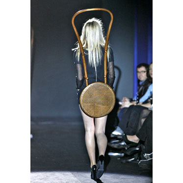 Wearable Chairs on the Catwalk: Prêt-à-Thonet 02