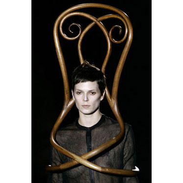 Wearable Chairs on the Catwalk: Pret-a-Thonet 00