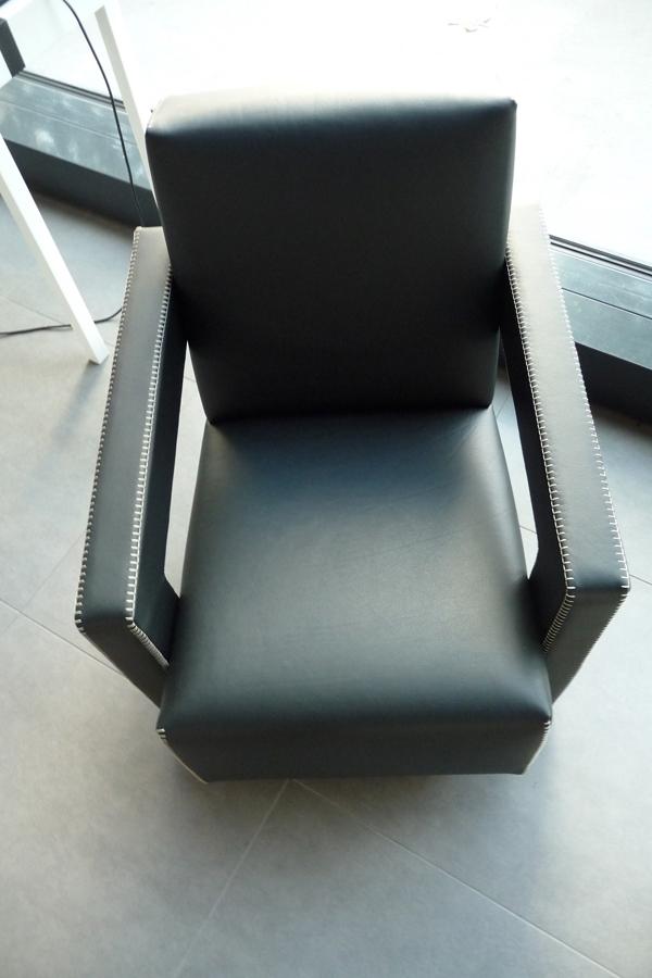 Utrecht-Chair-by-Gerrit-Rietveld-01-P1050198