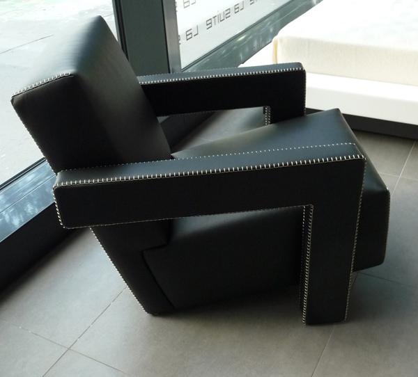 Utrecht-Chair-by-Gerrit-Rietveld-02-P1050213