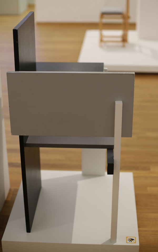 Berlin Chair by Rietveld Right Side I56A0990