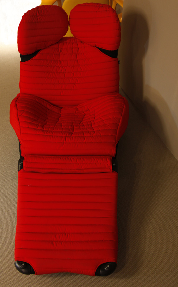 Red 111 Wink Easy Chair by Toshiyuki Kita