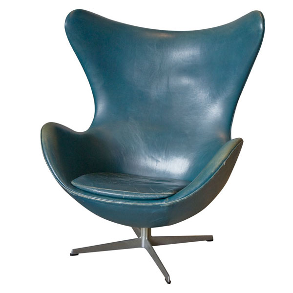 vintage arne jacobsen egg chair in original bluish leather chairblog. Black Bedroom Furniture Sets. Home Design Ideas
